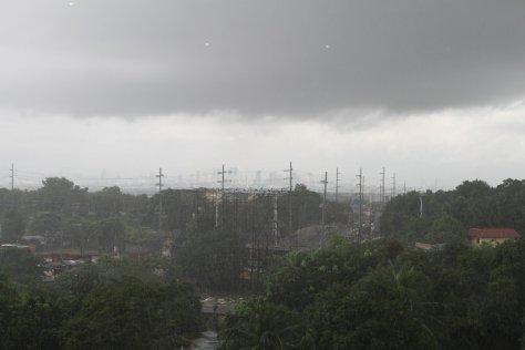 Manila receives heavy rain from Typhoon Labuyo (Utor)