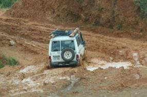 landrover in mud